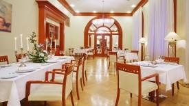 Hotel Oktiabrskaya, Rusko-Petrohrad